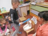 Vaikai mokėsi taisyklingai valytis dantukus